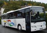 Ausflugbus mit Klimaanlage, verstellbaren Schlafsesseln mit 72 cm Sitzabstand, Radio-, Kassetten- und Mikrofonanlage, Kühlbar. 51+1 Sitzplätze