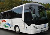 Reisebus KVB-Komfortklasse 2 mit Klimaanlage, verstellbare Schlafsessel mit 72 cm Sitzabstand, Radio-, Kassetten- und Mikrofonanlage, CD-Spieler, Kühlbar, WC/Waschraum. 49+1 Sitzplätze